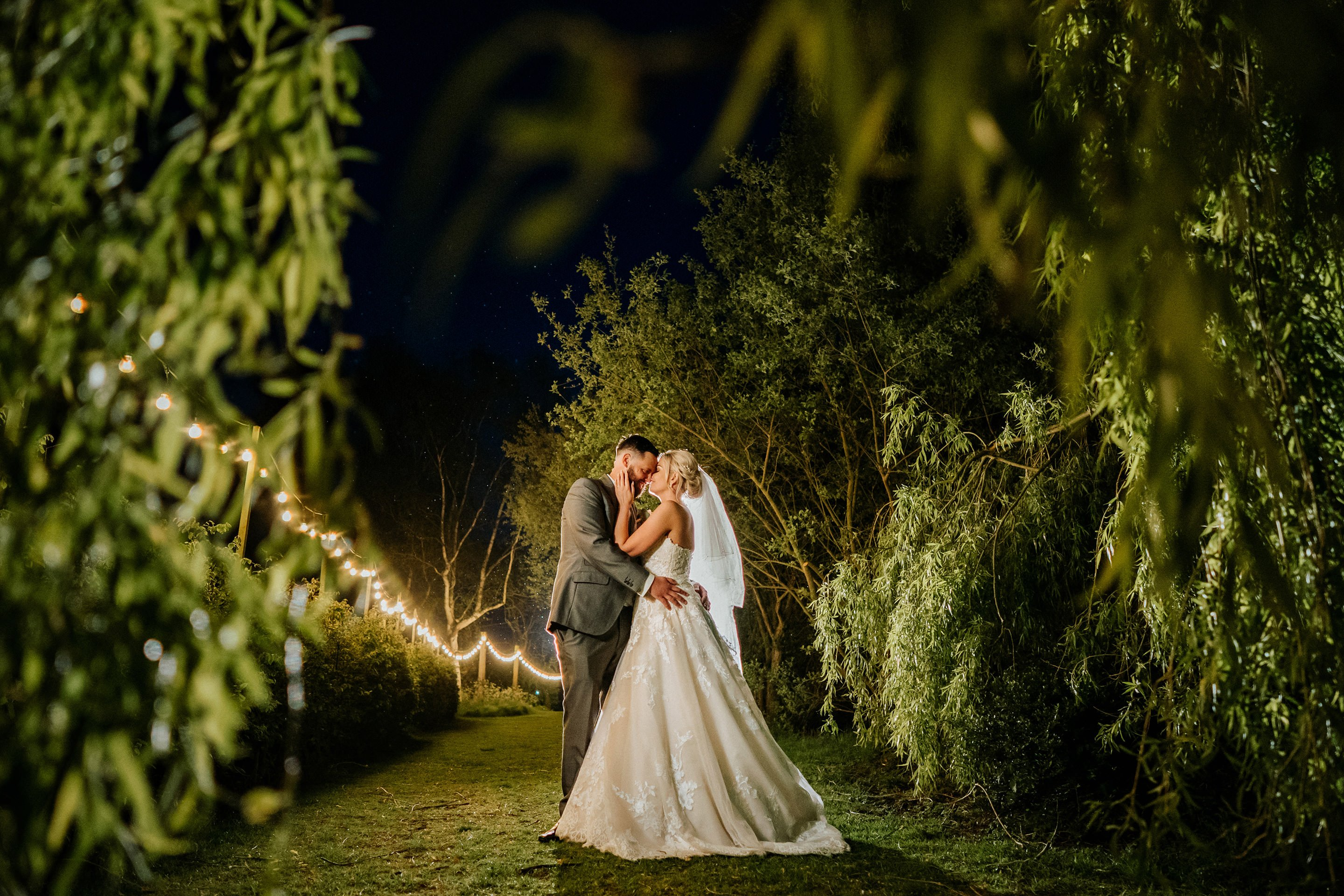 wedding photography at Anne of Clever barn great lodge0001